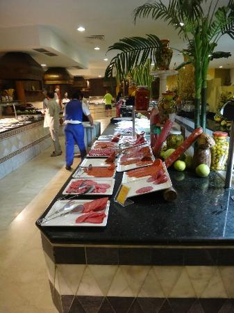 Iberostar Varadero: Meats left on the side nothing to keep them cool never mind cold