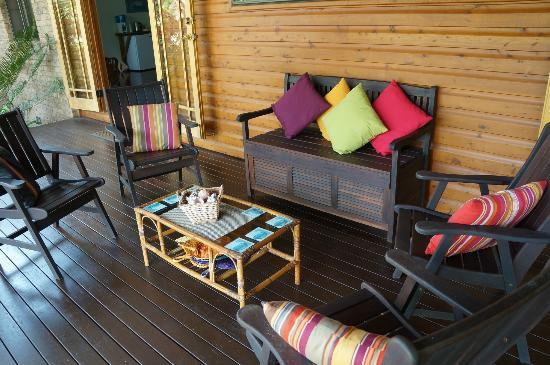 Hibiscus Lodge: the lounge