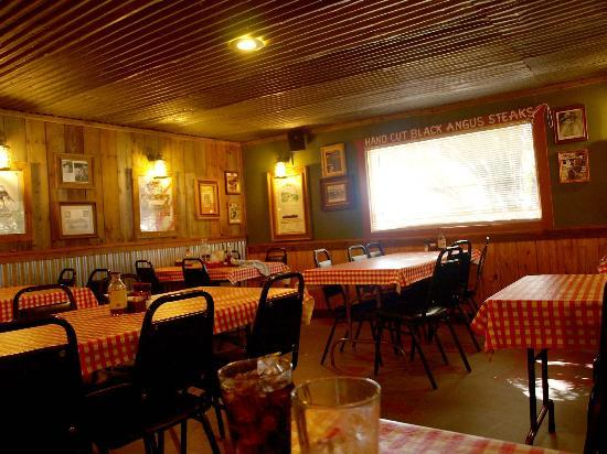 Red River Steakhouse: Lots of seating in the dining areas