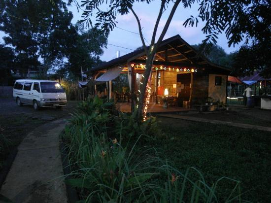 Subli Guest Cabins: evening @ Subli