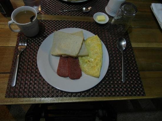 Subli Guest Cabins: stuffed omelette with luncheon meat