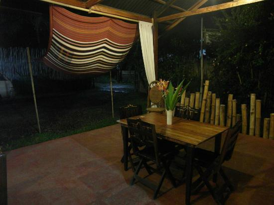 Subli Guest Cabins: dining table
