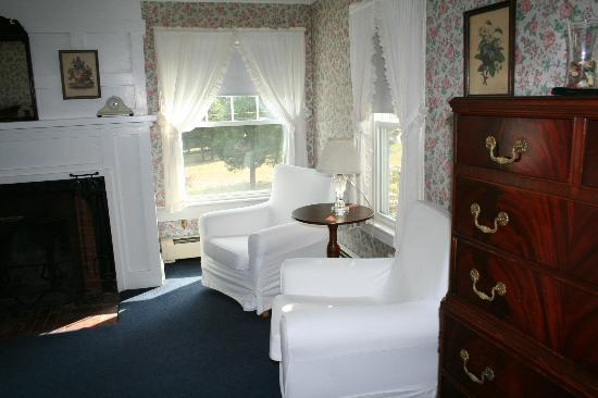 Shelter Harbor Inn: Main House Room