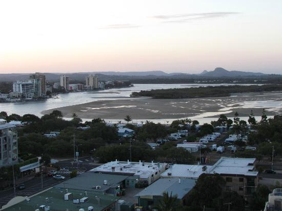 Majorca Isle Beachside Resort: View looking toward Maroochy River (2 bdrm penthouse)