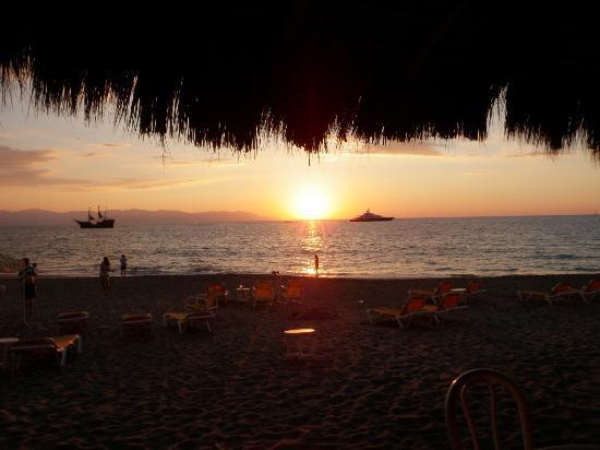 Crown Paradise Golden Resort Puerto Vallarta: Sunset from the Breeze Bar