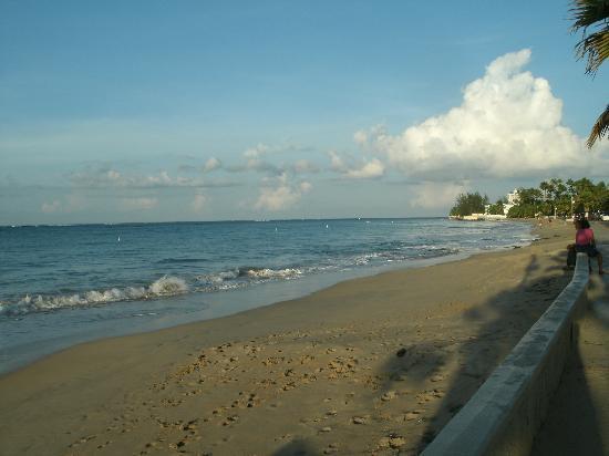Tres Palmas Inn: Ocean beach
