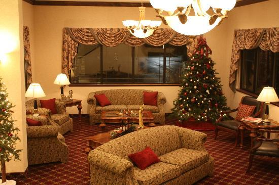 BEST WESTERN PLUS Flathead Lake Inn and Suites : Lobby feels very comfortable