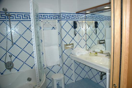 Hotel Ilaria: Huge modern Bathroom in Tower Suite