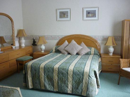 Upper Mount House Hotel: Room 1 bedroom