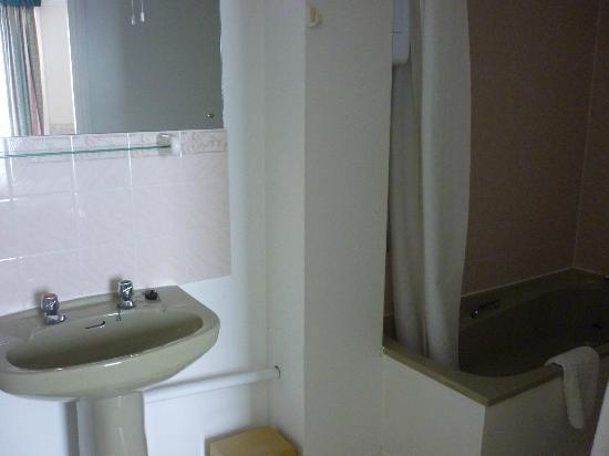 Upper Mount House Hotel: Room 1 bathroom