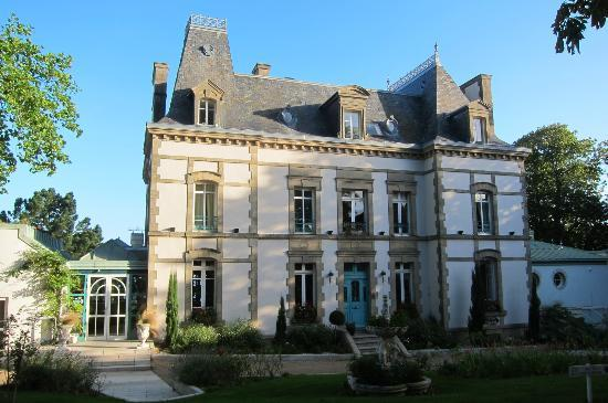Le Clos de Vallombreuse : The stately manor house.