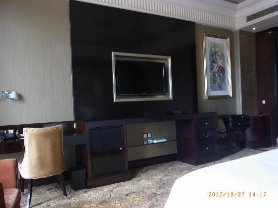 Chateau Star River Haiyi Peninsula : 部屋の中のデスク、テレビ