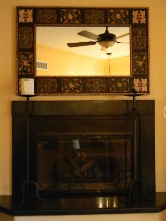 Su Nido Inn - Your Nest In Ojai : fireplace