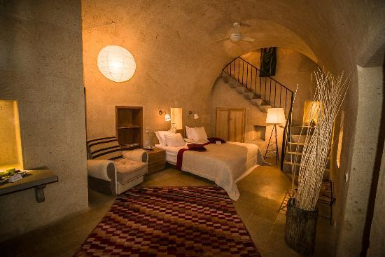 Argos In Cappadocia: Our bedroom was amazingly comfy with great light and free wi-fi