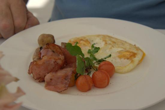 Jonah's, Whale Beach: The Breakfast 'Bacon and Eggs'