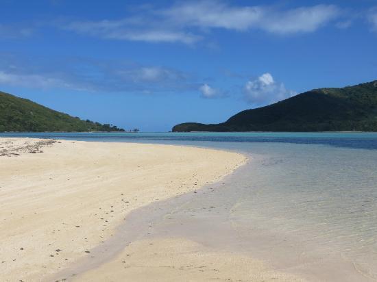 นาวูตูสตาร์รีสอร์ท: Beach on the point - crystal clear waters