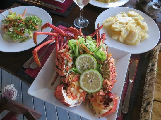 Navutu Stars Fiji Hotel & Resort: Melting moments!!! freshly caught just for 'our romantic' dinner