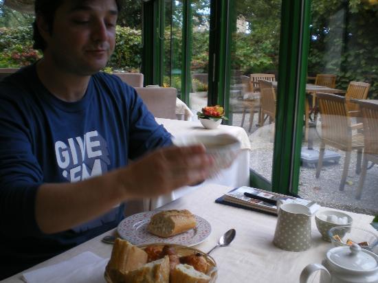 Auberge de Launay: Desatuno con vista al jardín