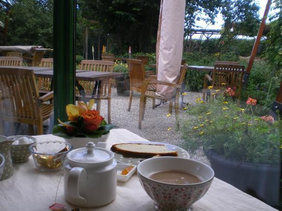 Auberge de Launay: Hermoso jardín