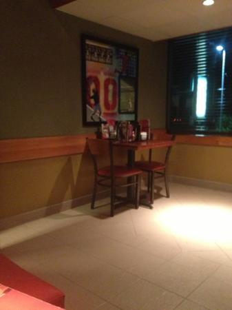 Applebee's Lindora : tables at the restaurant