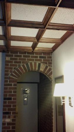 BEST WESTERN PLUS Governor's Inn: Brick Archway