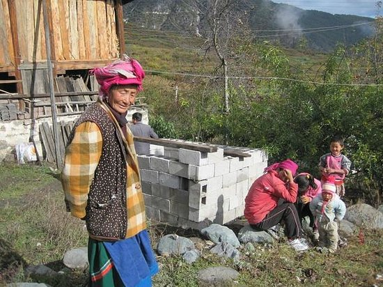 Jolie Adventure: Yi village