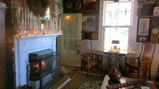 H. S. Clay House B & B and Guest Cottaage: Gathering Room