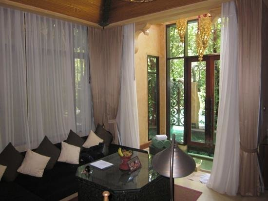 The Baray Villa: living room