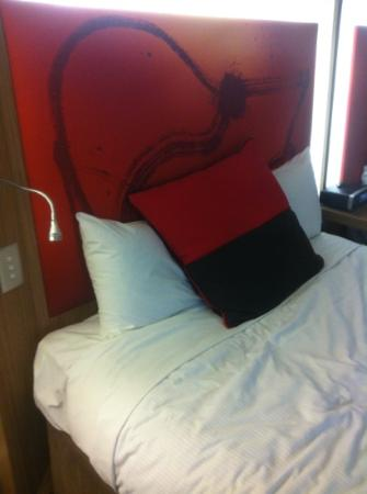 Novotel Brisbane: Twin bed