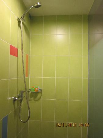 ibis Styles Kuala Lumpur Fraser Business Park: shower