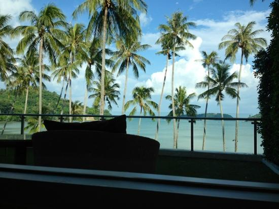 Crowne Plaza Phuket Panwa Beach : great view from the bathtub