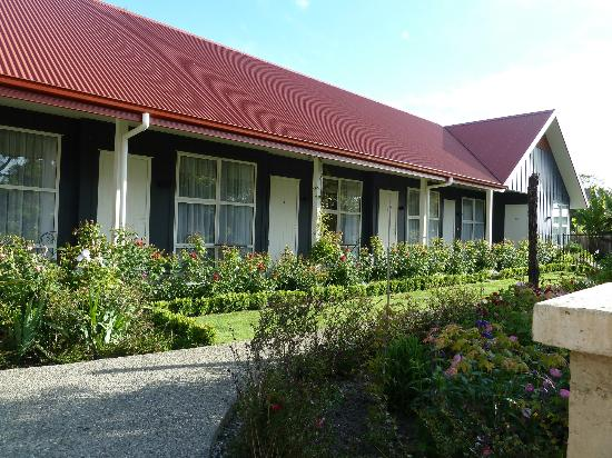 Ratanui Lodge: Outside view of thee rooms