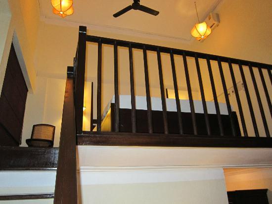 Hotel Khamvongsa: Steep steps to the loft