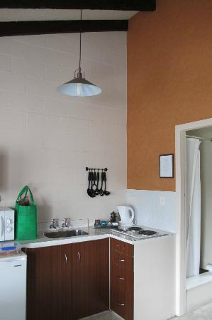 Rosetown Motel: Kitchenette