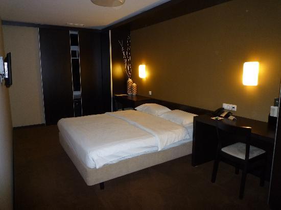 Hotel Expo Astória: chambre 6 em etage cote avenue.