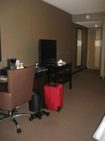 Sheraton Parsippany Hotel: NICE WORK SPACE and SWIVEL TV