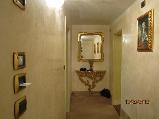 Palazzo Paruta: Room entrance
