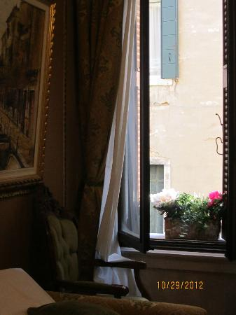 Palazzo Paruta: Junior Suite (canal view)