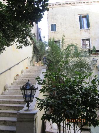 Palazzo Paruta: Courtyard