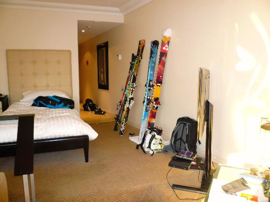Hotel Santiago: Bedroom cum Ski room