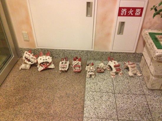 Deigo Hotel : Shisa Dogs at entrance