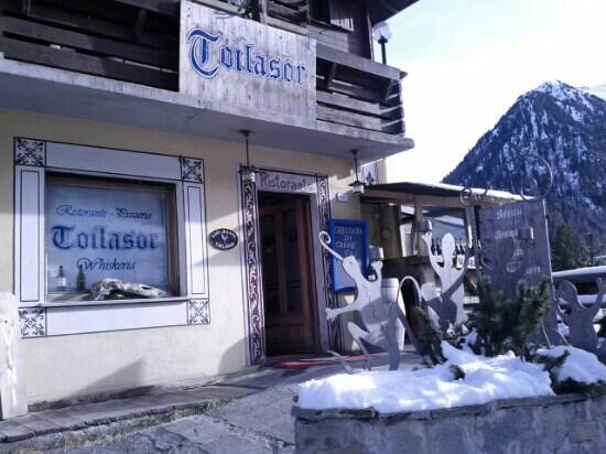 Toilasor: entrata del locale