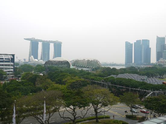 Swissotel The Stamford Singapore: vue jour sur le marina sands