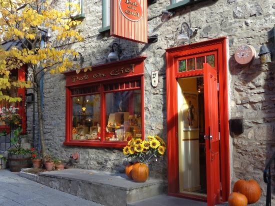 Hotel du Vieux-Quebec: Lovely shop window Old Quebec city