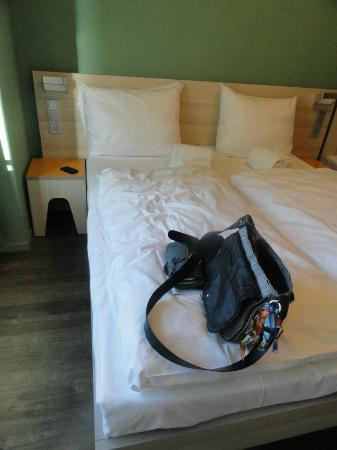 MEININGER Hotel Amsterdam City West: Une partie de la chambre