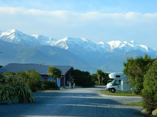 Kaikoura Top 10 Holiday Park: View from our campsite, Wow.