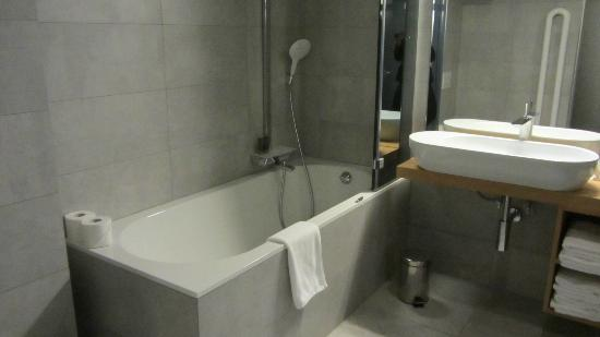 Vander Urbani Resort - a Member of Design Hotels: Dusche