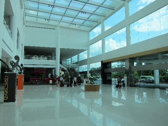 Pullman Kuching: Hotel lobby