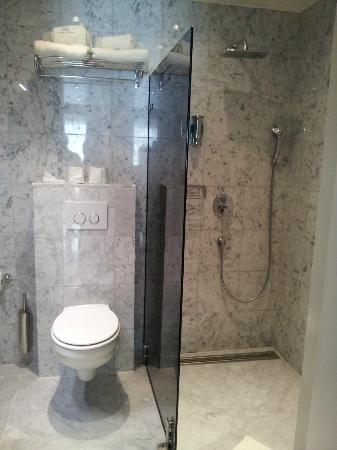 Amadi Park Hotel: bathroom