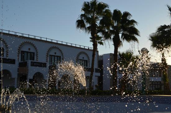 Фонтан на территории Al Mashrabiya